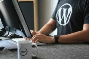man blogging